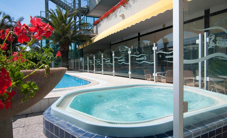 Acqua Azzurra Piscine hotel cattolica con piscina semiolimpionica idromassaggio